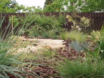 záhon výsadba trav Trnava zakládání zahrady
